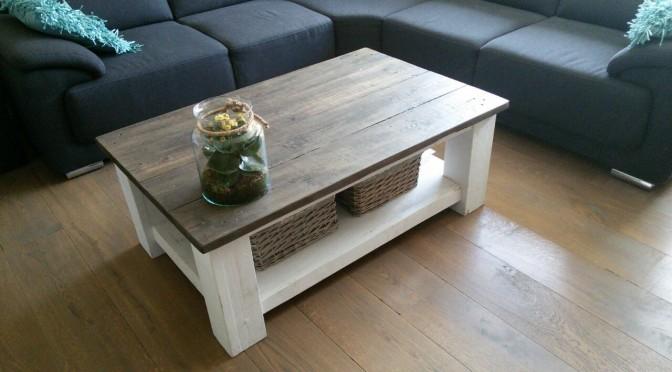 tafel van steigerhout met witte poten
